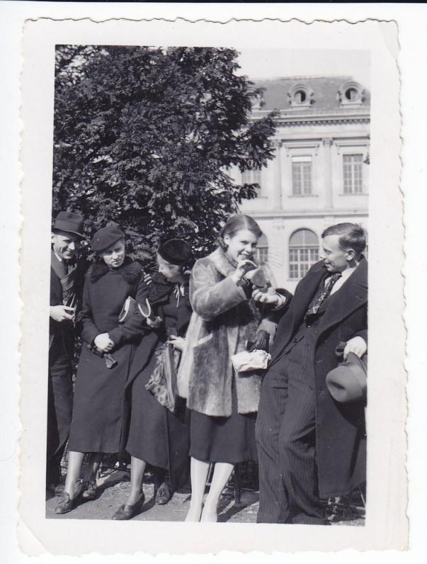 Grenoblio universiteto studentai. A. J. Greimas, du nežinomi asmenys, A. Dirmantaitė, J. Aleksandravičius. Grenoblis, 1938 02 23