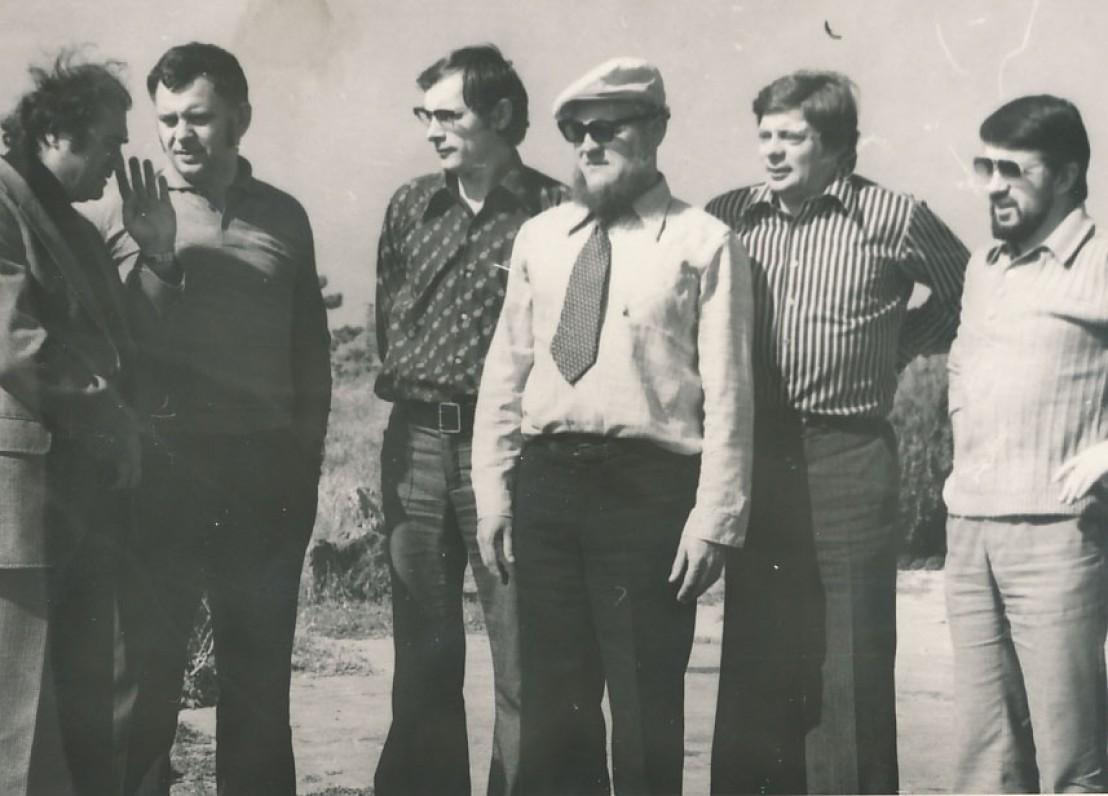 Iš dešinės – rašytojai A. Bučys, L. Jacinevičius, J. Aputis, V. Martinkus ir kritikas P. Bražėnas Goryje, Gruzija. 1978 m.