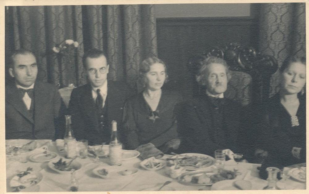 Išleistuvės į Lenkiją. Iš kairės – A. Šepetys, J. Keliuotis, A. Galaunienė, J. A. Herbačiauskas, M. Rakauskaitė