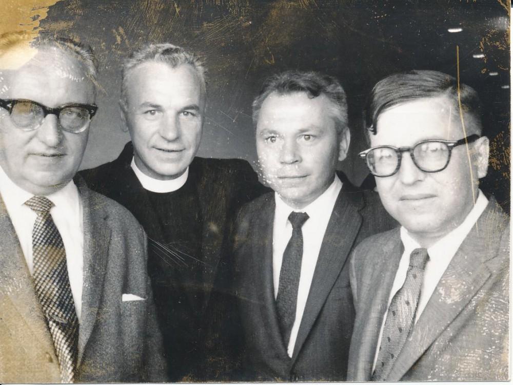 J. Grinius, K. Bradūnas, kun. S. Yla, dr. Z. Ivinskis. Čikaga