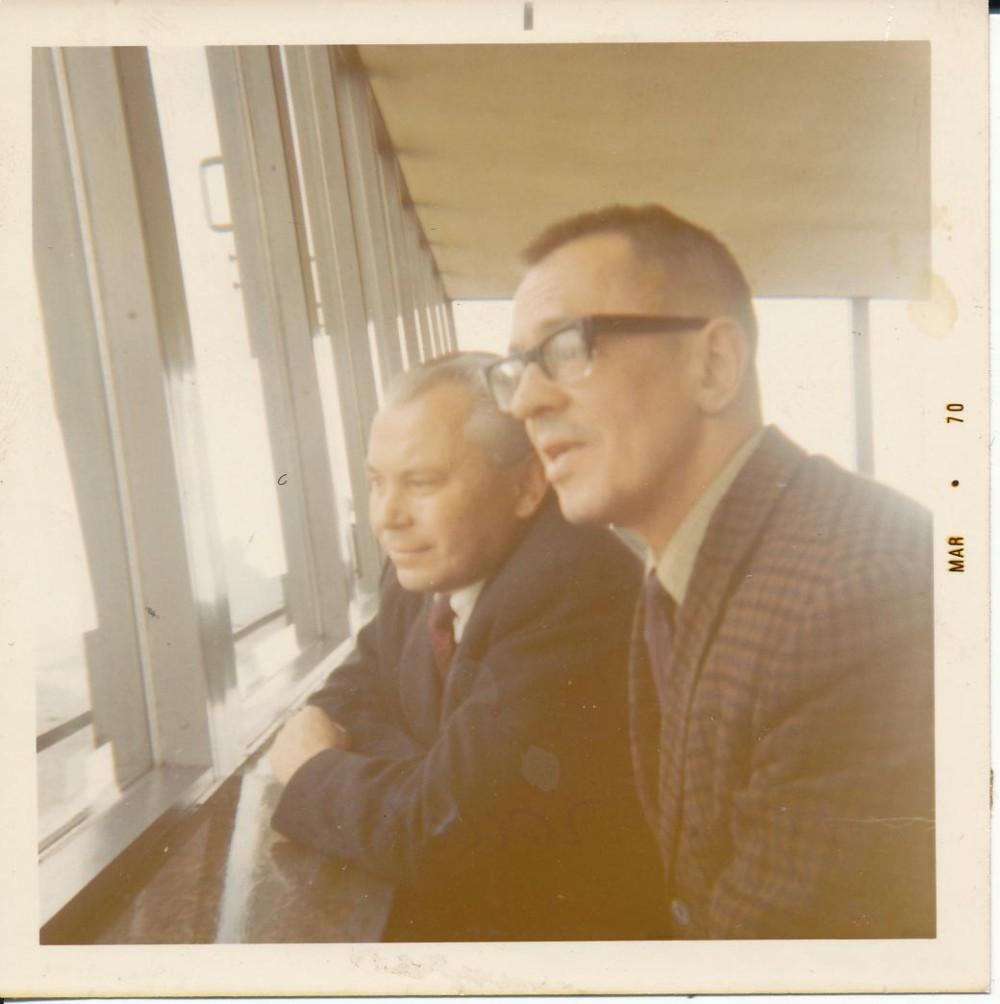 K. Bradūnas (kairėje) su V. Šlaitu Čikagoje 1968 m.
