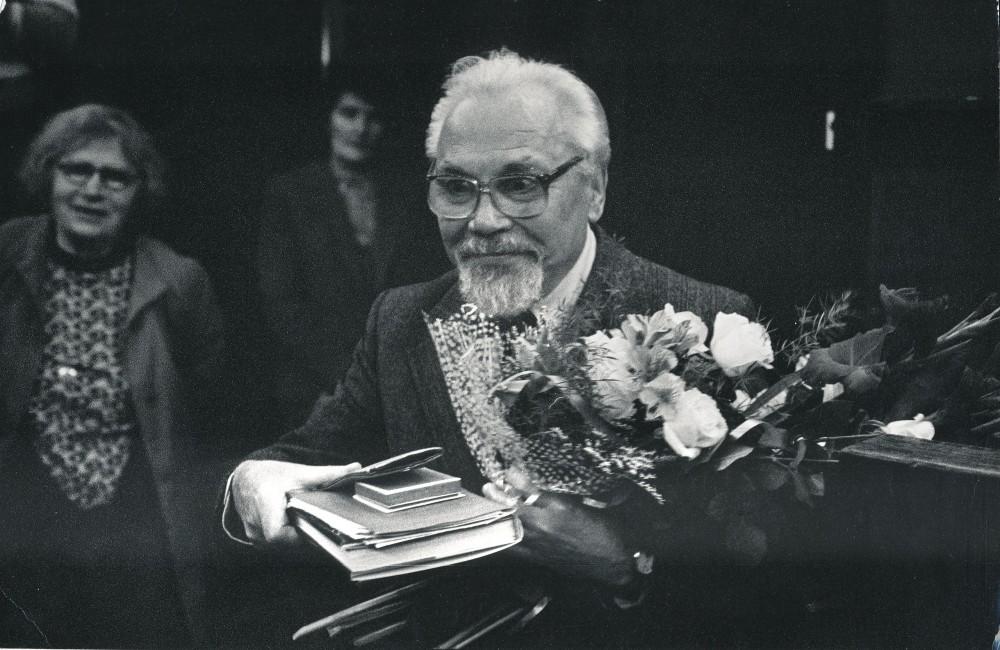 K. Bradūnas po kūrybos vakaro Maironio lietuvių literatūros muziejuje