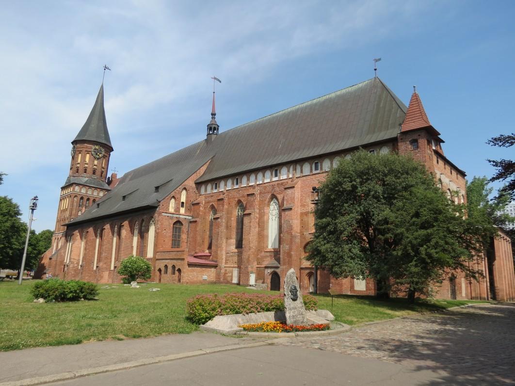 Karaliaučiaus (dabar – Kaliningrado) katedra šiandien. Ji pastatyta Priegliaus saloje, o šalia katedros buvusiame Karaliaučiaus universitete 1546–1549 m. studijavo M. Mažvydas. 2013 m.