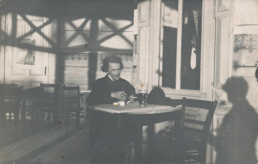 Lauko kavinėje Vytauto kalne. Kaunas, 1924 m. Prano Būdvyčio nuotrauka