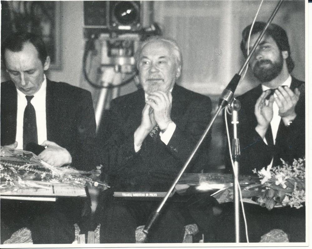 Lietuvos nacionalinės kultūros ir meno premijos laureatai. Vilnius. 1992 m. V. Šliogeris, K. Bradūnas, P. Geniušas