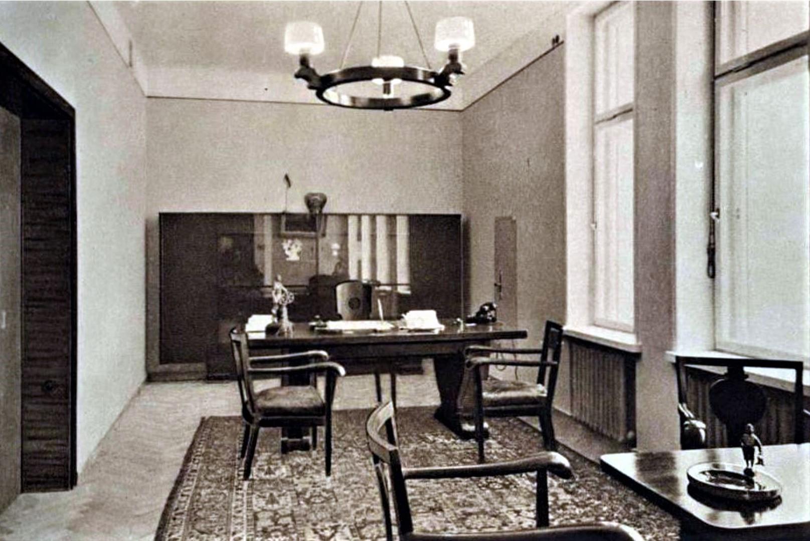 Rūmų pirmininko darbo kabinetas, 1938 m. Nuotraukos šaltinis: Prekybos, pramonės ir amatų rūmai: albumas, Kaunas, 1938 m.