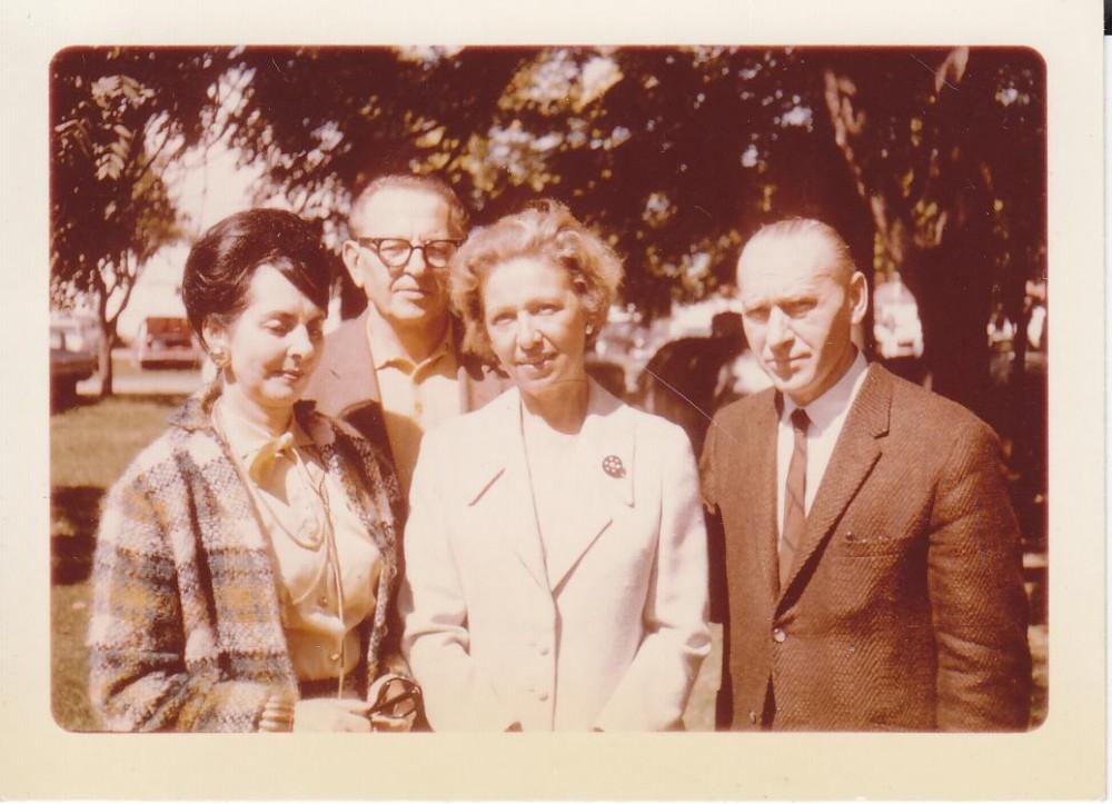Ona ir Algirdas Greimai su Daneta ir Broniu Railomis 1965 m. rugsėjį Tabor Farmoje Santaros-Šviesos suvažiavimo metu