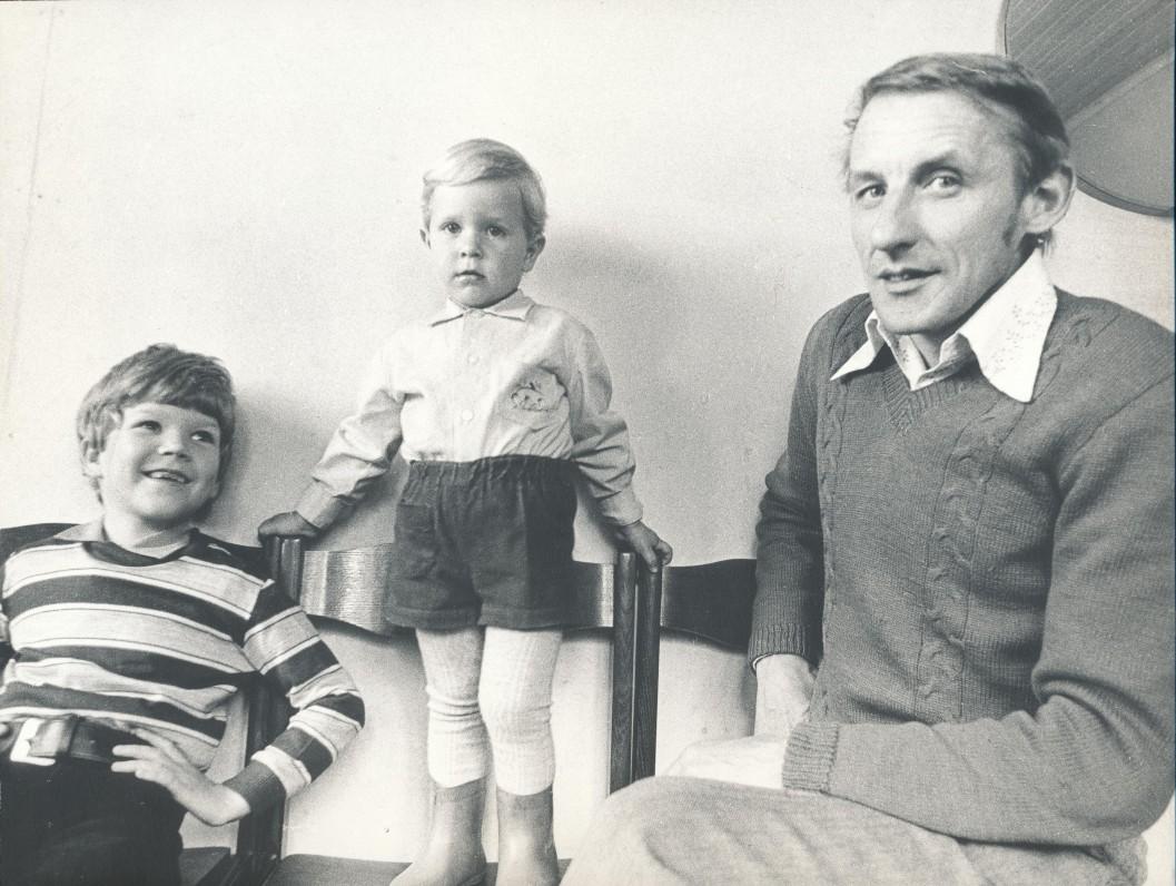 Petras Dirgėla ir jo sūnūs Titas ir Kipras. 1984 m. R. Rakausko nuotrauka