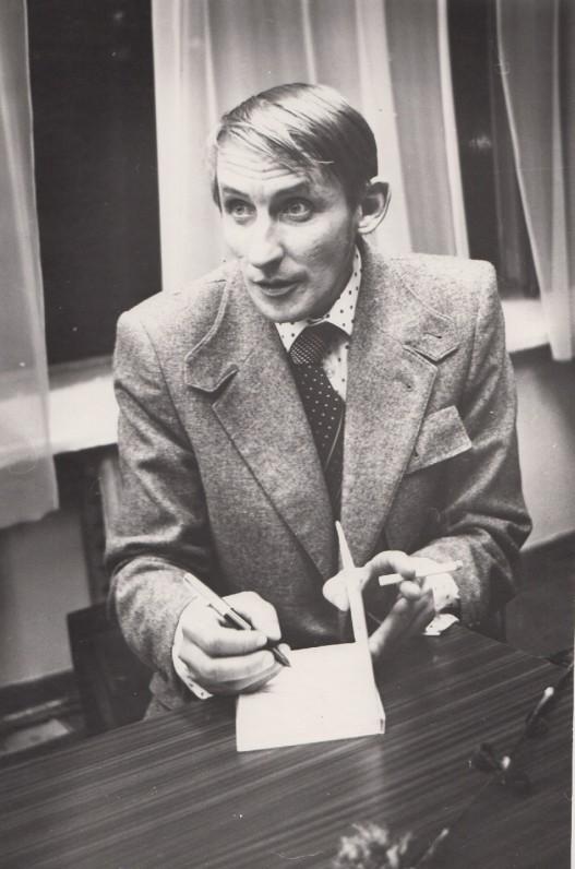 Petras Dirgėla kūrybiniame vakare Kaune. 1980 m. A. Pilvelio nuotrauka