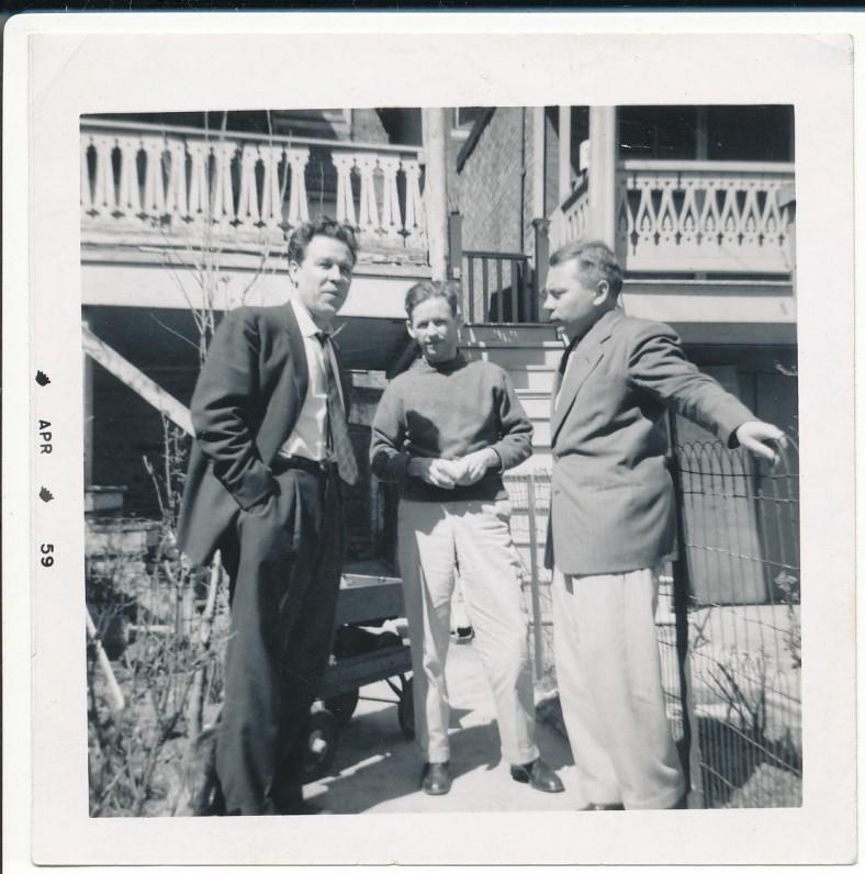 Prie A. Nykos-Niliūno namų Baltimorėje. 1959 m. K. Bradūnas, A. Nyka-Niliūnas, H. Nagys