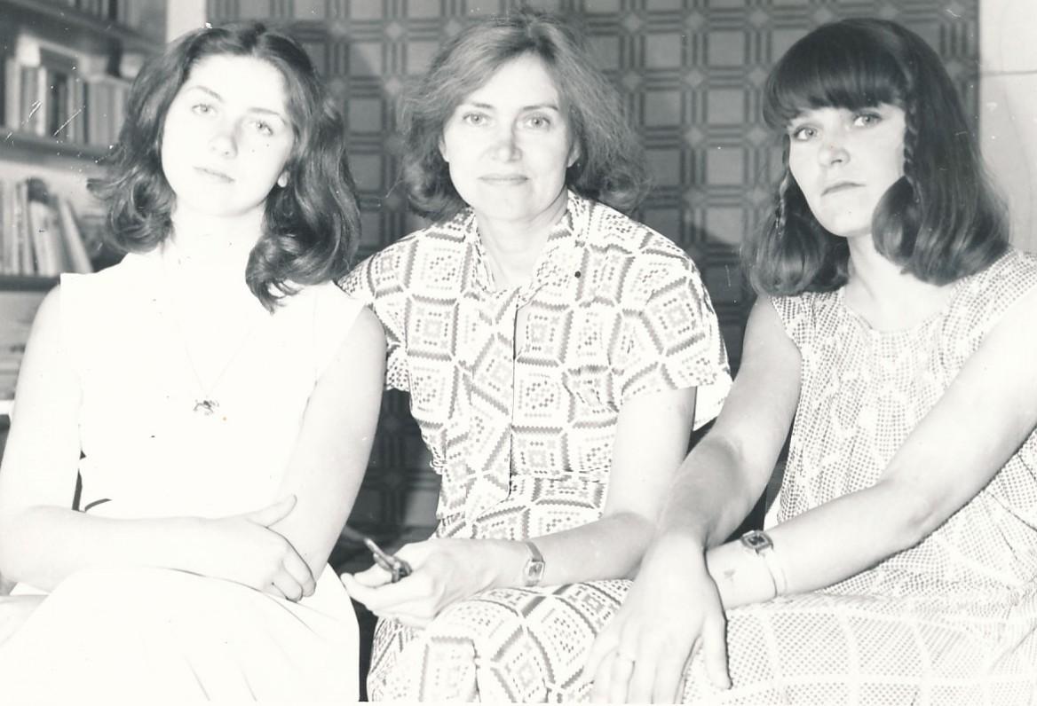 Ramutė Skučaitė su dukromis. 1976 m.