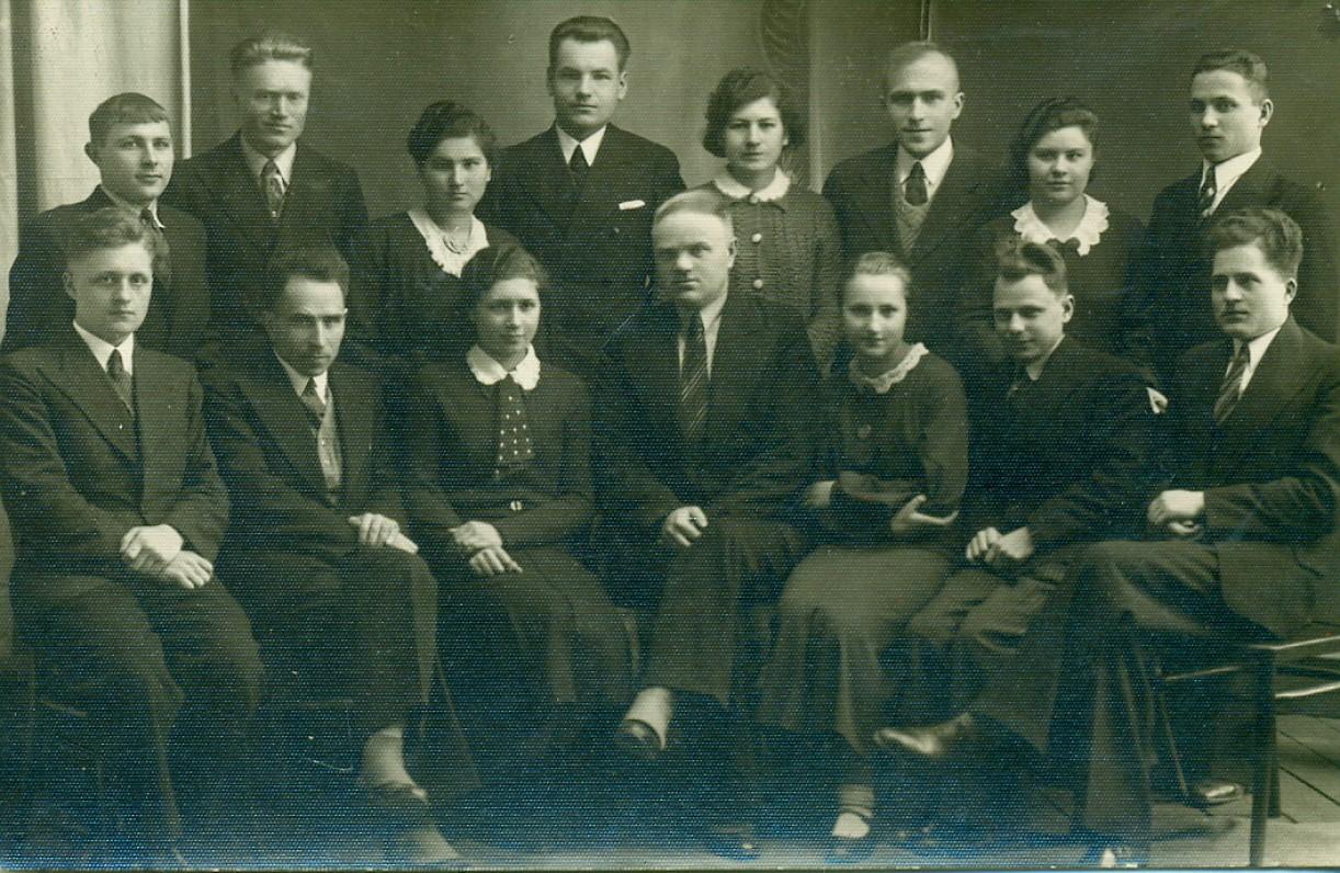 Seinų krašto lietuviai. A. Žukauskas (antroje eilėje trečias iš dešinės), J. Vaina ir kt. Seinai, 1936 m.