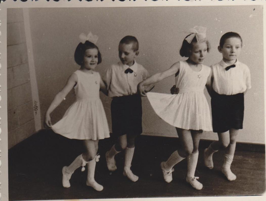 Sigitas pirmoje poroje. Paukštakiai. 1964 m.