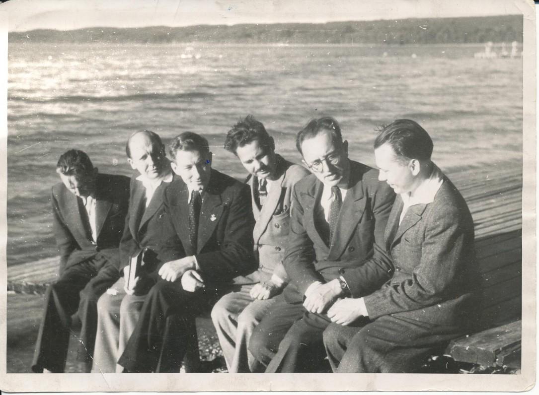 Studentų ateitininkų studijų dienos Sushaupte, Bavarijoje, prie Starnbergo ežero. 1947 08 16–24. A. Pauliukonis, dr. J. Grinius, dr. A. Maceina, J. Sakevičius, dr. Z. Ivinskis, K. Bradūnas