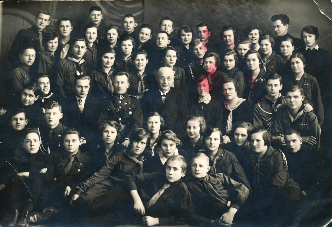 Su gimnazijos skautais. 1930 m.