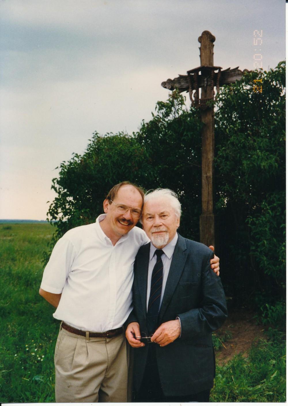Su sūnumi Jurgiu tėviškėje, Alvite. Apie 2004 m.