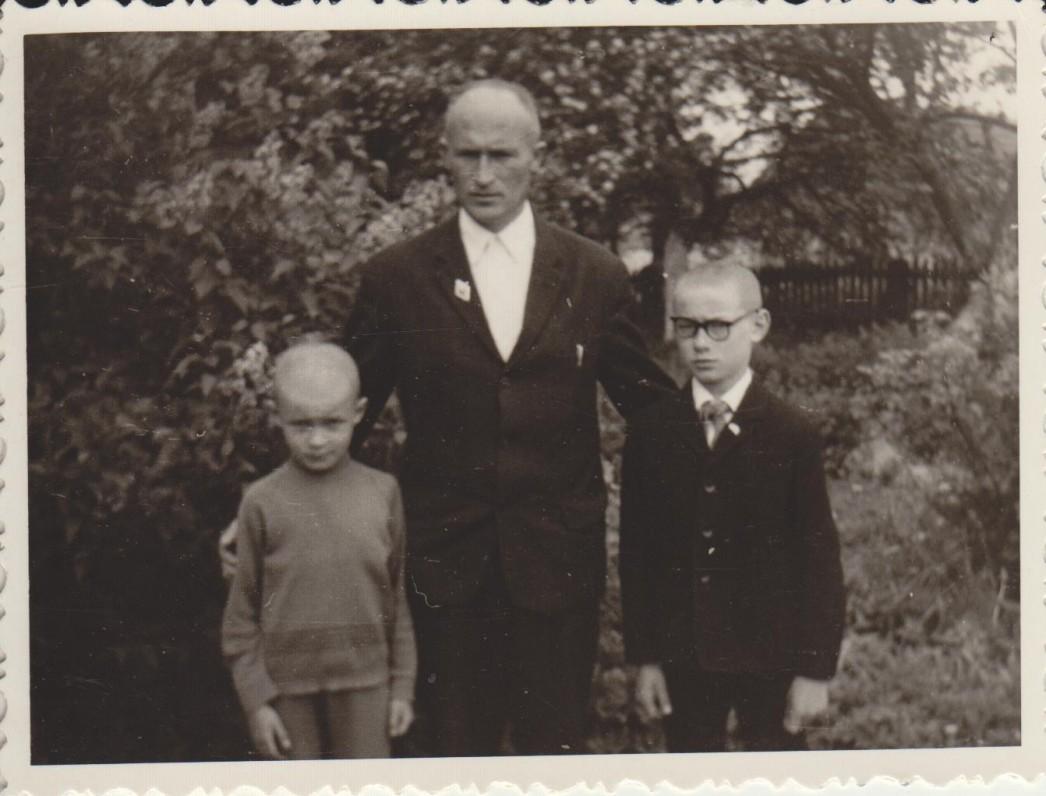 Su tėvu ir jaunesniu broliu Linu. 1965 m.