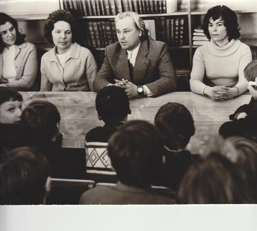 V. Dautartas Respublikinėje vaikų bibliotekoje apie 1977 m.