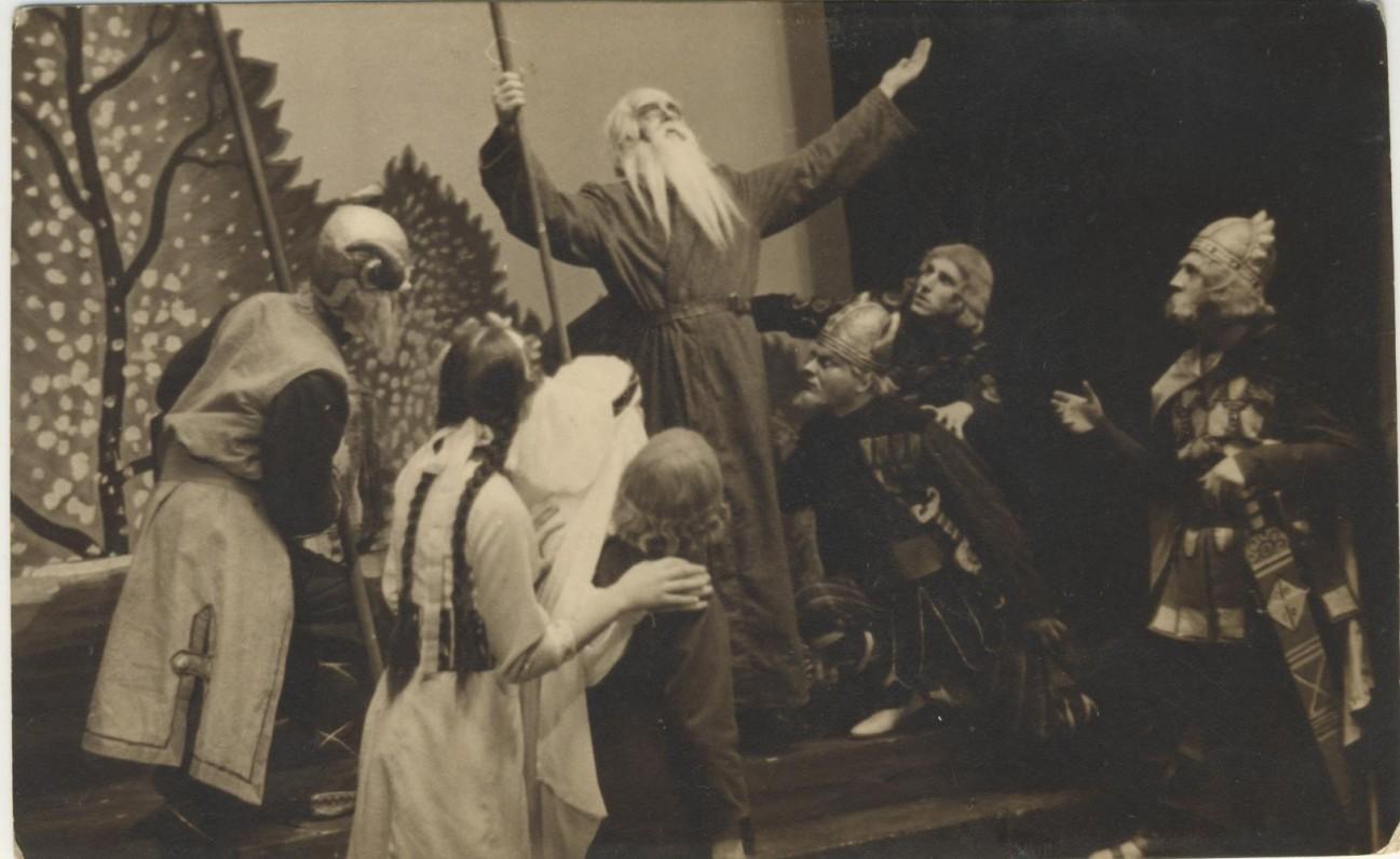 """V. Krėvės dramos """"Skirgaila """" pastatymas Klaipėdos dramos teatre. 1936 m."""