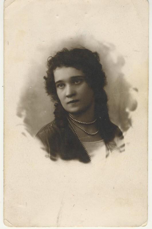 V. Krėvės sesuo Verutė. 1928 m.