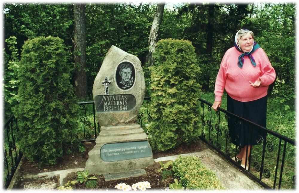 V. Mačernio sesuo Valerija Šilinskienė. Šarnelė. 2001 m.