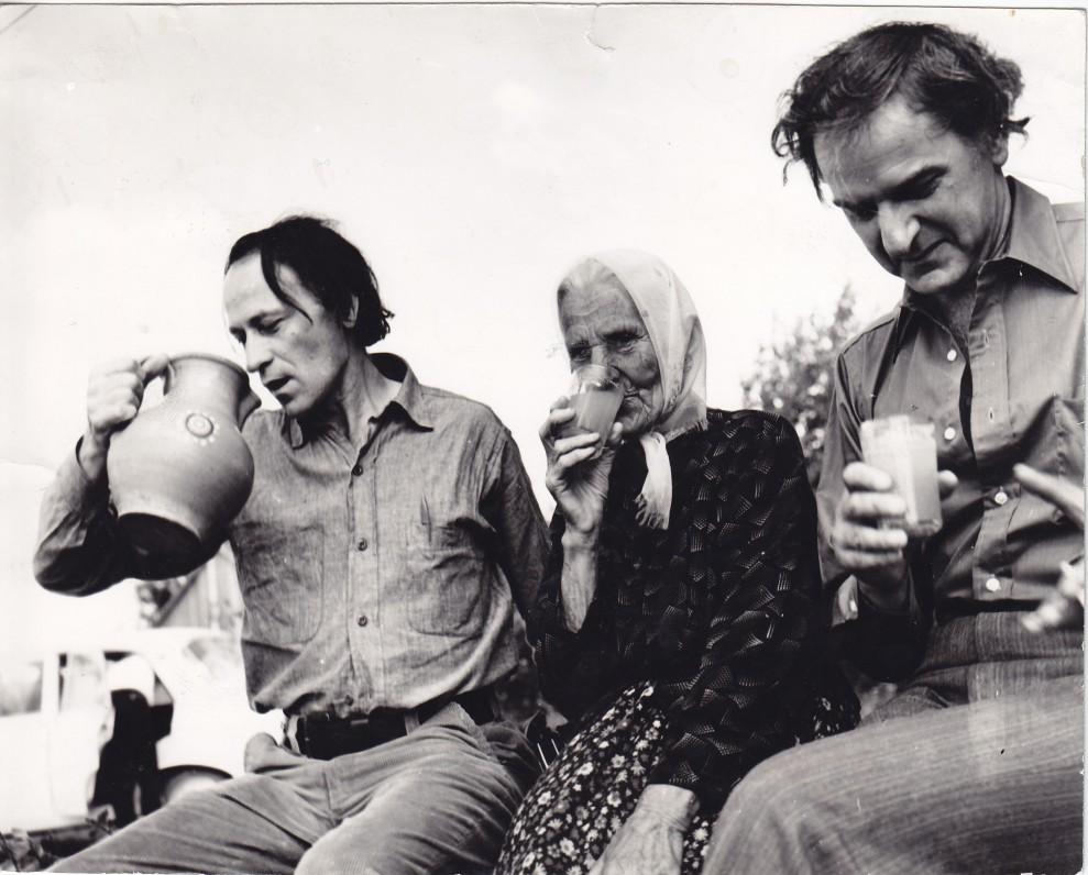 Viešnagės Lietuvoje metu. J. Mekas, mama Elžbieta, brolis Adolfas. 1971 m.