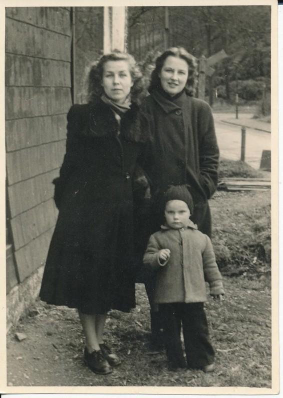Z. Nagytė su Dalia Kaupiene ir jos sūnumi Algiuku. Freiburgas, 1948 m.