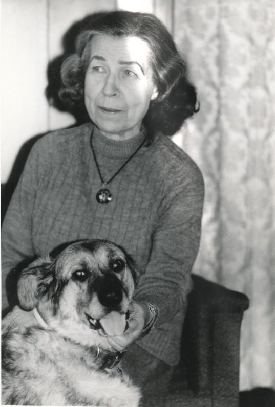 Zinaida Vera Nagytė-Katiliškienė savo namuose Lemonte, su savo numylėtine – Mirta