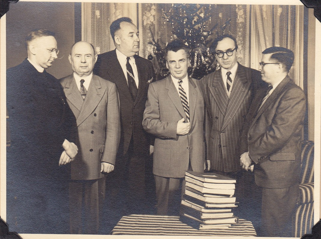 """""""Draugo"""" romano konkurso vertinimo komisija. Bostonas. 1954 m."""