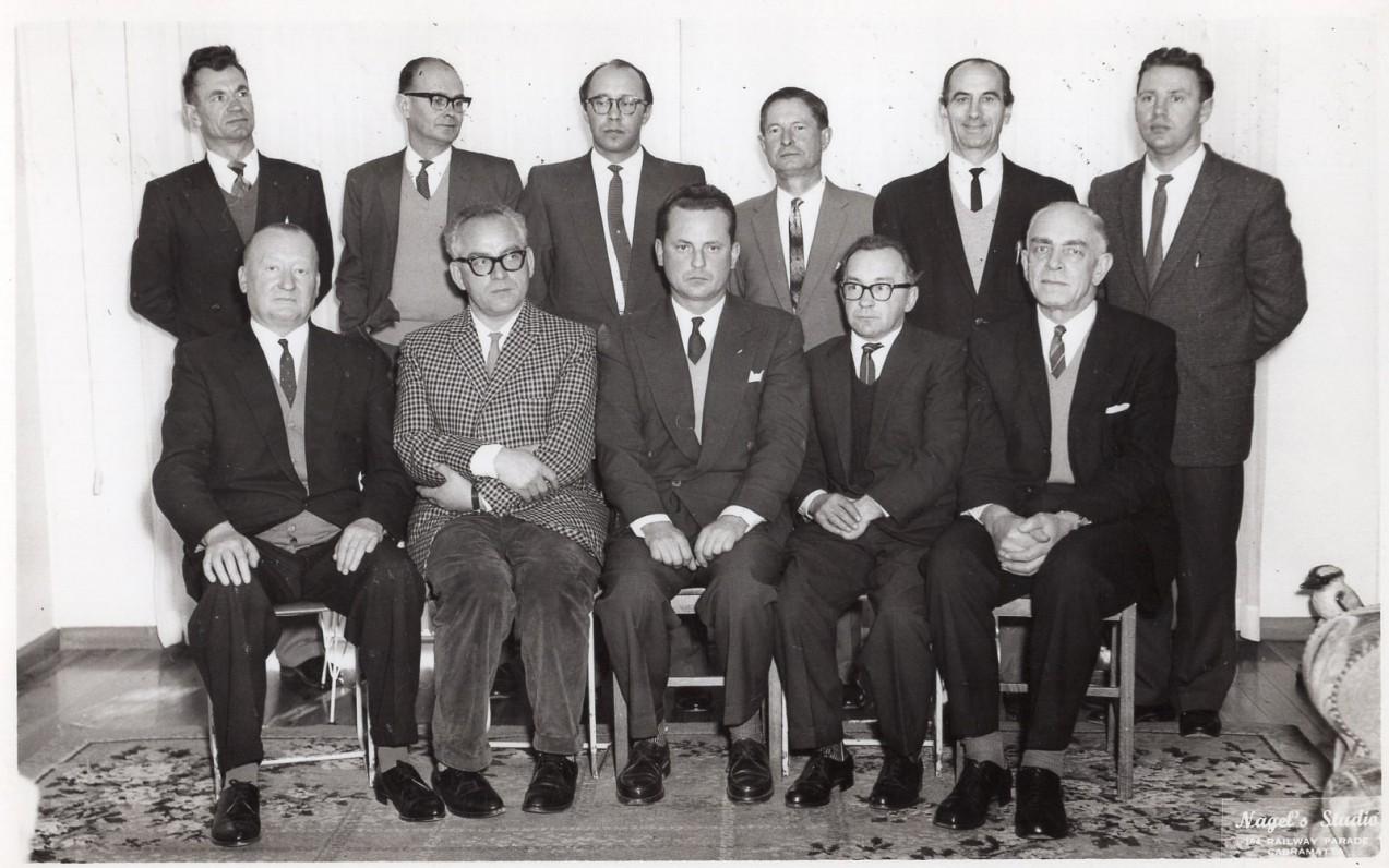 """""""Plunksnos klubas"""" Sidnėjuje. Apie 1960 m. V. Kazokas – antras iš dešinės"""
