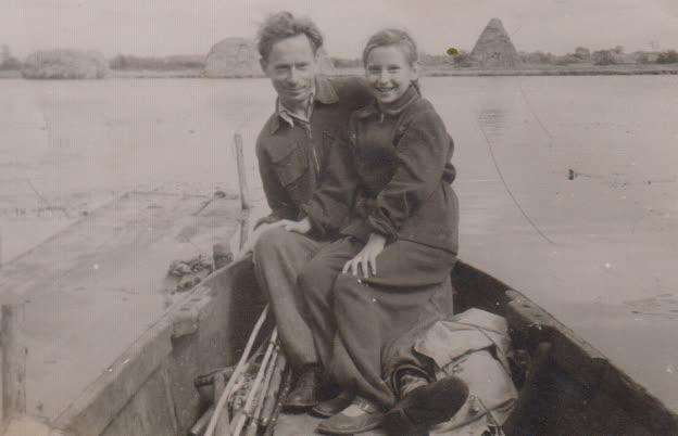 K. Marukas su dukra Sigita prie Minijos ventės rage apie 1960 m.