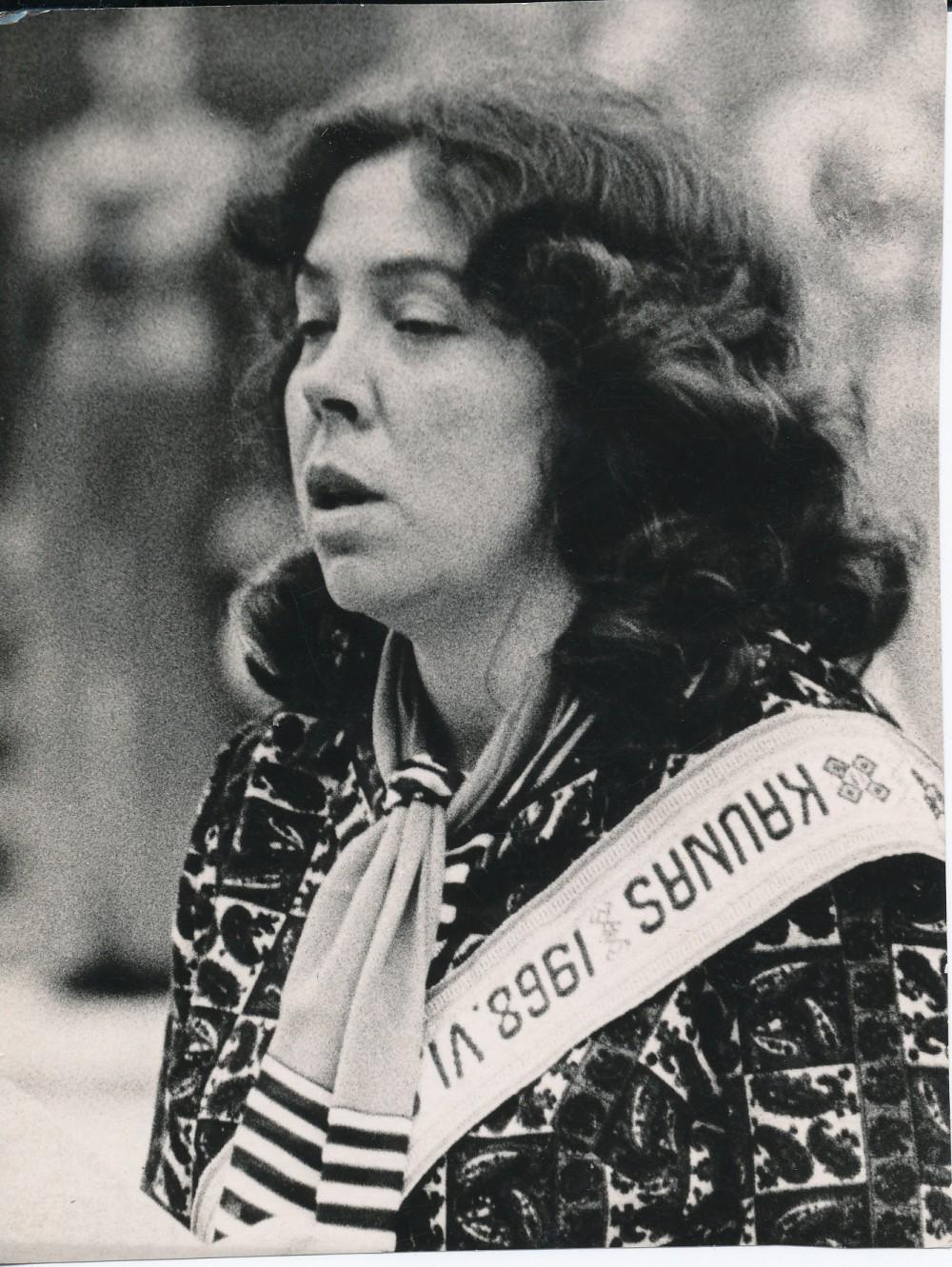 """1968-ųjų Poezijos pavasario laureatė Janina Degutytė Kaune. Ketvirtąja Poezijos pavasario laureate J. Degutytė tapo už eilėraščių rinkinį """"Pilnatis"""", išėjusį 1967 m."""