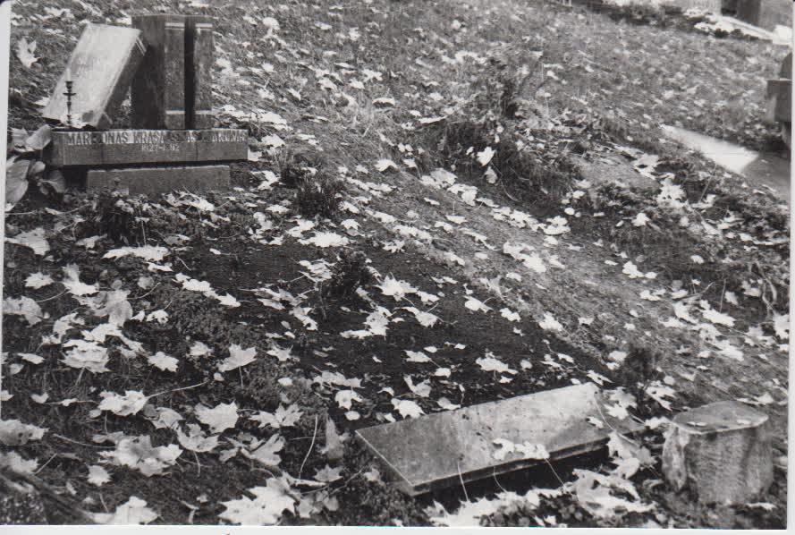 Marijono Krasausko (M. Maruko) kapas Antakalnio kapinėse