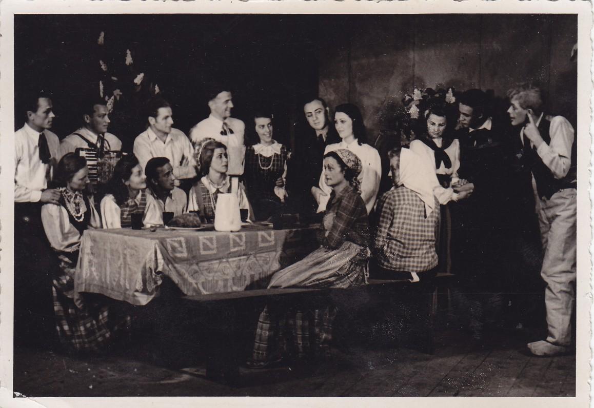 """A. Gustaičio pjesė """"Sekminių vainikas"""". Hanau teatras. 1946 m. Režisavo A. Škėma"""