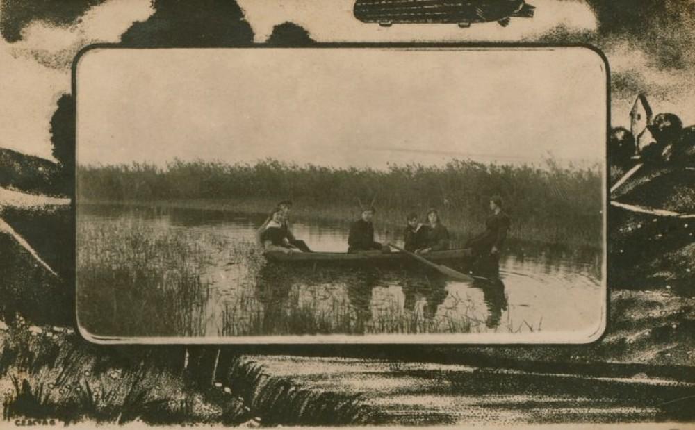A. Vasiliauskas, M. Bilevičiūtė, V. Abraitis, S. Bačinskaitė-Nėris, E. Povilaitytė, M. Tamašauskaitė iškylauja Paežerių ežere. 1921 m.
