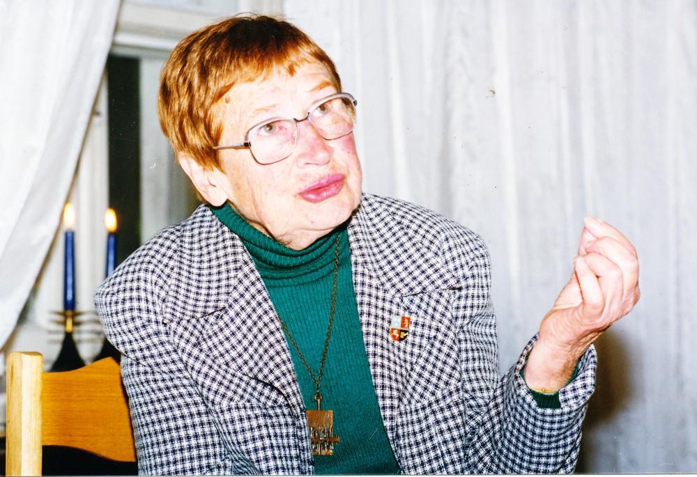 Aldona Veščiūnaitė. Maironio lietuvių literatūros muziejuje. Kaunas, 1998 m.