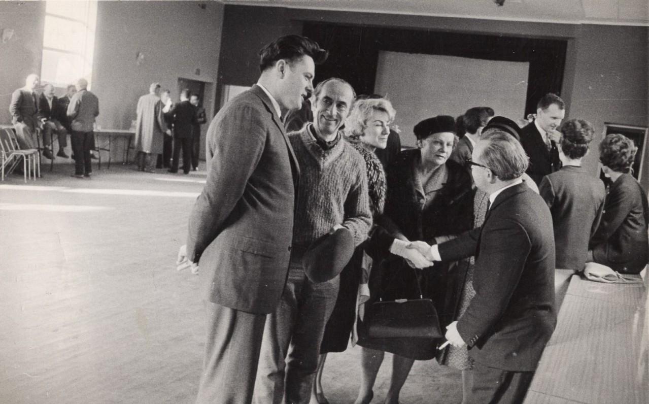 Atsisveikinimas su lietuvių JAV krepšininkais 1964 m. Sidnėjaus oro uoste. Valdas Adamkus, Vaclovas Ratas, Regina Ratienė, Nataša Butkienė, Vincas Kazokas
