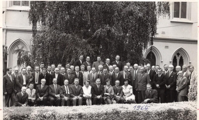 Australijos LB Krašto Taryba Melbourbe, 1964 m. V. Kazokas sėdi trečias iš dešinės