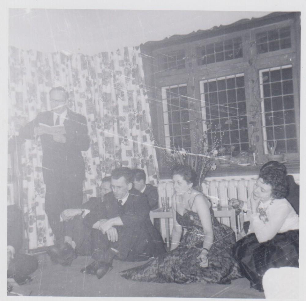 B. Pūkelevičiūtės pagerbimas V. ir M. Jonynų namuose. Montrealis. 1956 m.