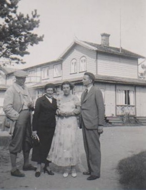 Balys Sruoga, Vanda Sruogienė, Bronislava Sruogienė ir Juozapas Sruoga. Palanga, 1934 m.