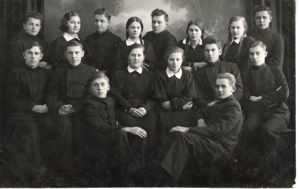 Biržų literatai. Mamertas – pirmas iš kairės trečioje eilėje. 1937 m. Fotografija P. Ločerio