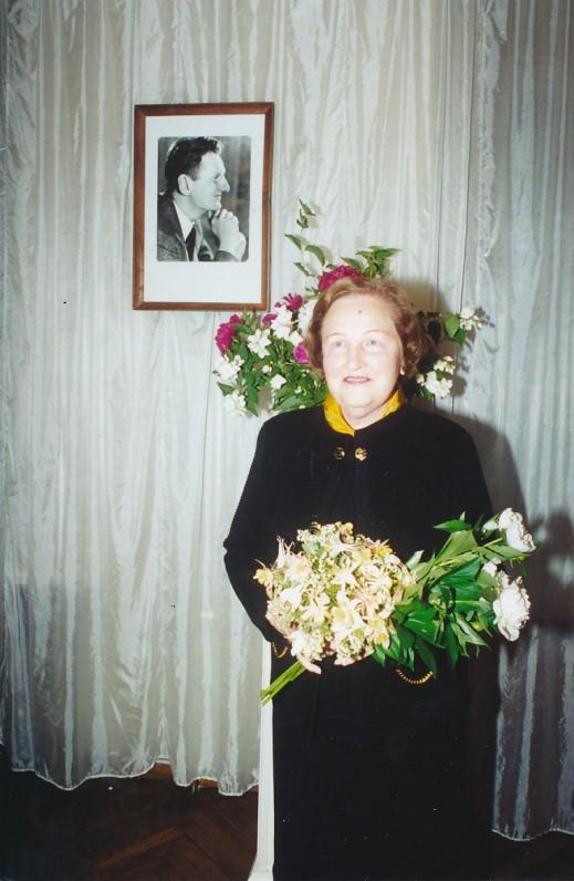 D. Galaunytė-Kaupienė Maironio lietuvių literatūros muziejuje. 2000 m. Z. Baltrušio nuotrauka