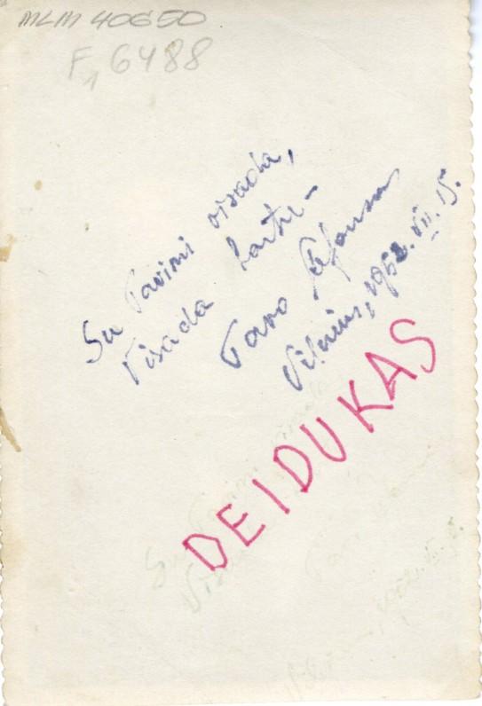 Fotografijos antroje pusėje užrašas A. Maldonio ir poeto anūko prierašas DEIDUKAS