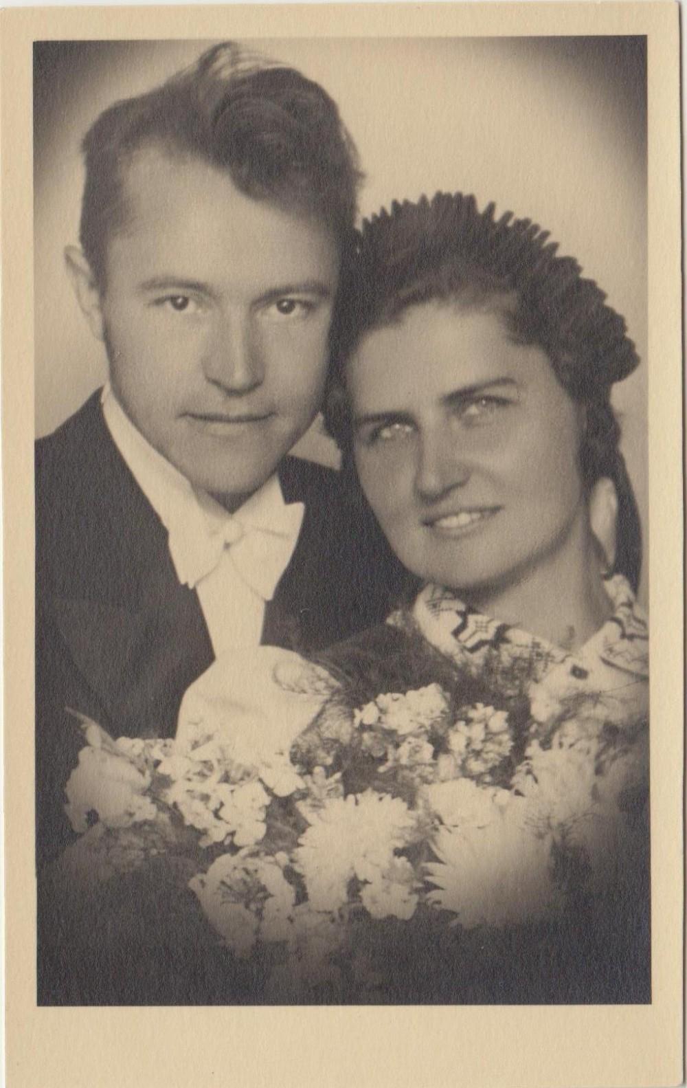 Gražina Tulauskaitė ir Benediktas Babrauskas savo vestuvių dieną. 1941 08 30