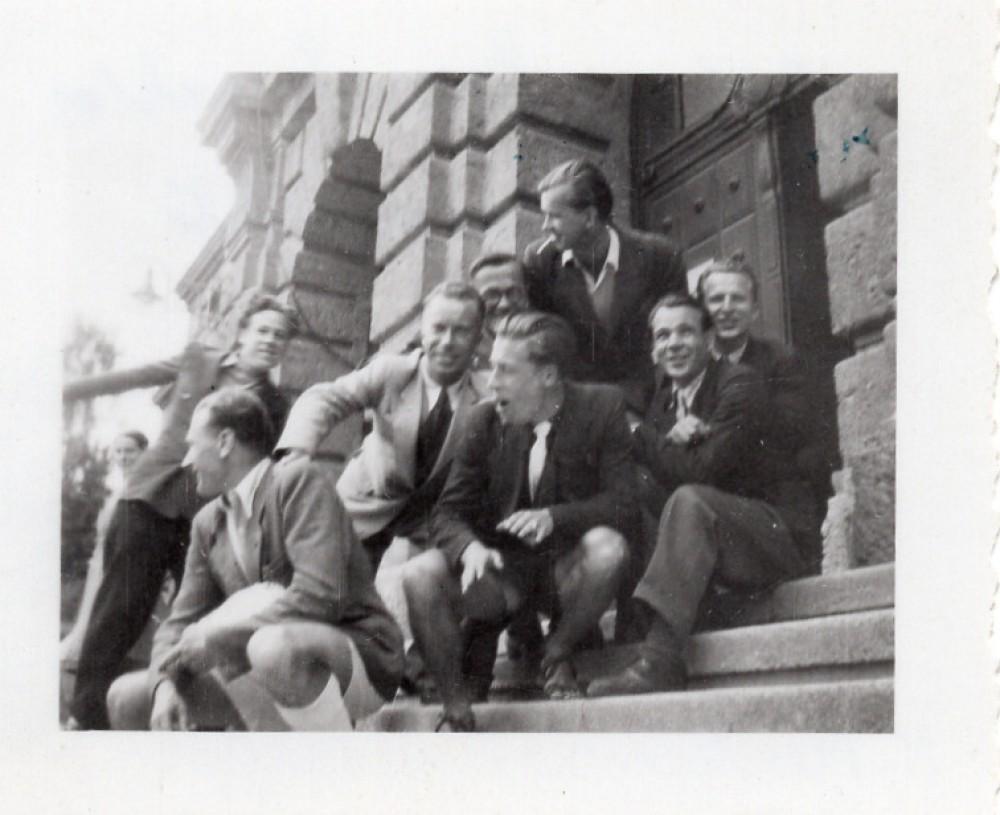 Grupė studentų prie Insbruko universiteto, 1948 m. H. Nagys pirmas kairėje