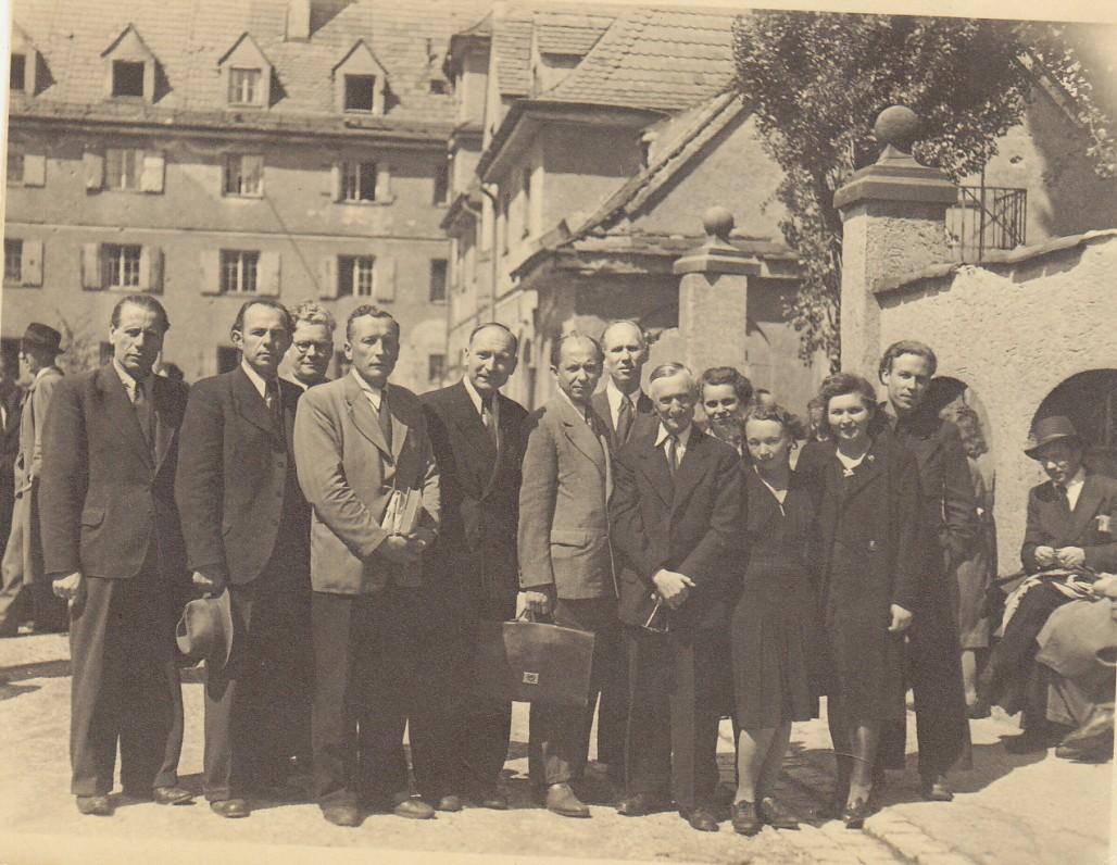 H. Nagys stovi pirmas iš dešinės. Augsburgas, 1947 m.