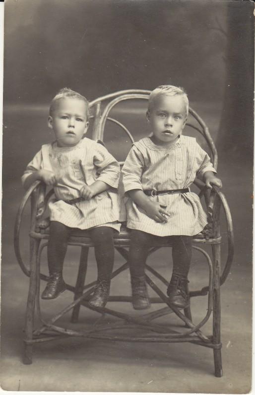 H. Nagys su broliu Martynu. Mažeikiai, 1922 m.