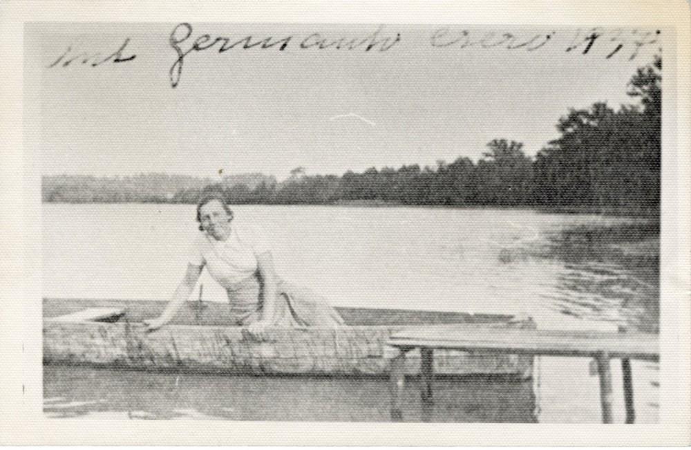 Ieva Simonaitytė prie Germanto ežero. 1937 m.