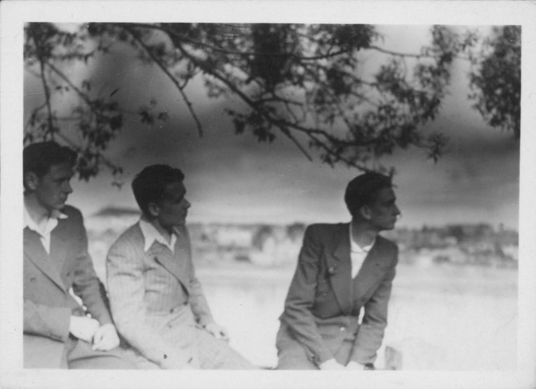 Iš dešinės pirmas – A. Landsbergis, antras – L. Lėtas. 1945 m.