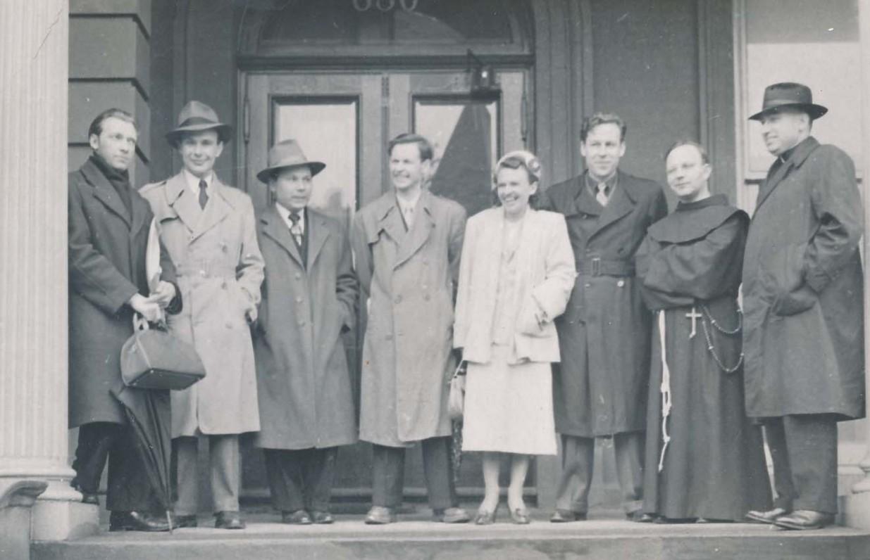 Iš kairės antras P. Jurkus, K. Bradūnas, A. Nyka-Niliūnas, K. Bradūnienė, H. Nagys, L. Andriekus, V. Gidžiūnas. JAV, 1951 m.